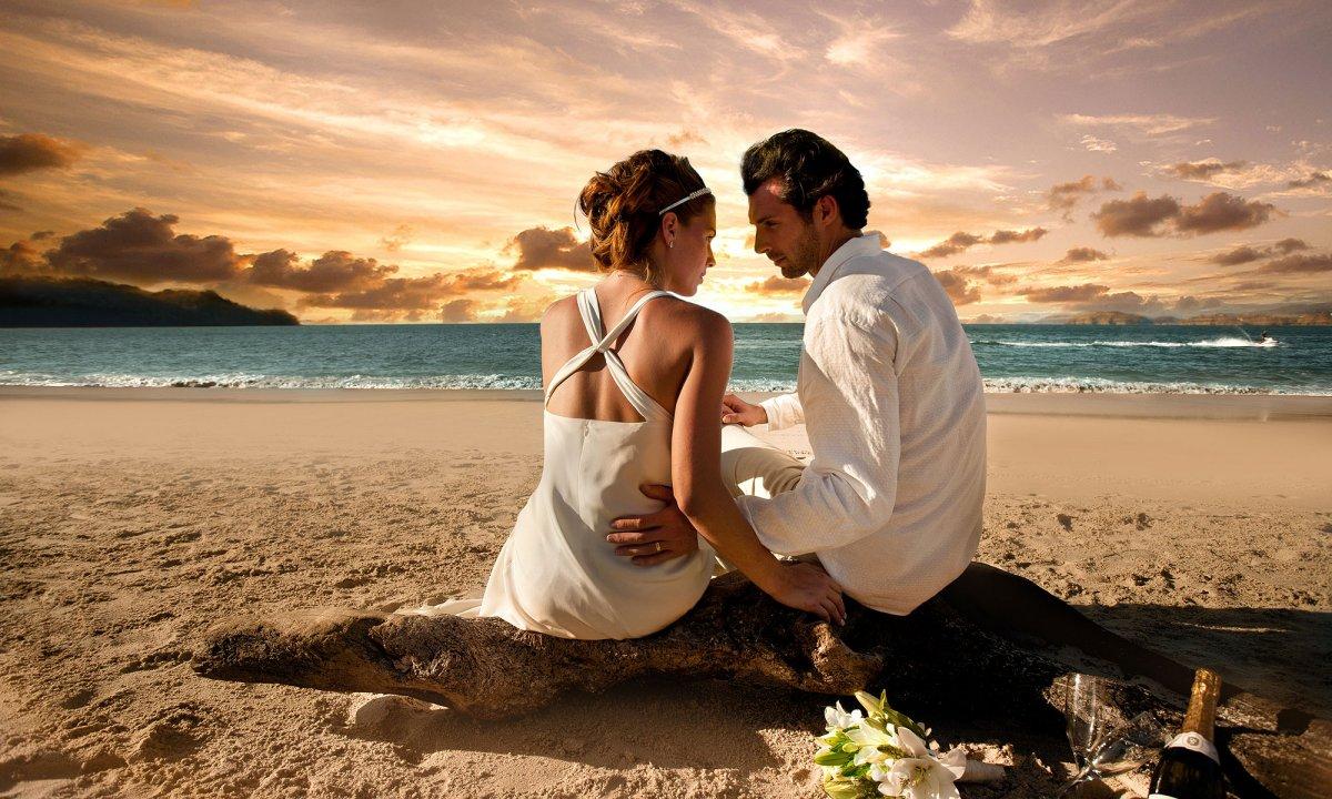 beach-wedding-ceremony-sunset-xc7wjaox